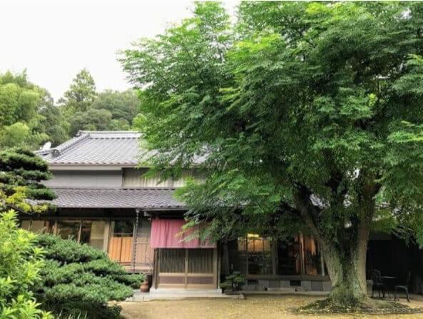 築100年を超える実家の古民家レストラン「山の薫りのおもてなし 楓花」